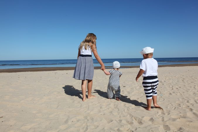 beach-blue-family-89414